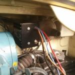 El kit y la bobina ya colocados en su sitio, con los cables aún sin conectar